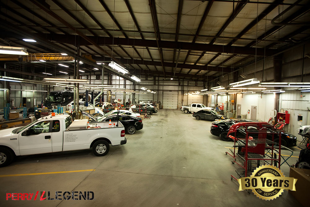 Perry Legend Collision Repair Center in Columbia MO Auto Body Shop for Semis Buses Large Vehicles Tractor Trailers Cards Trucks SUVs